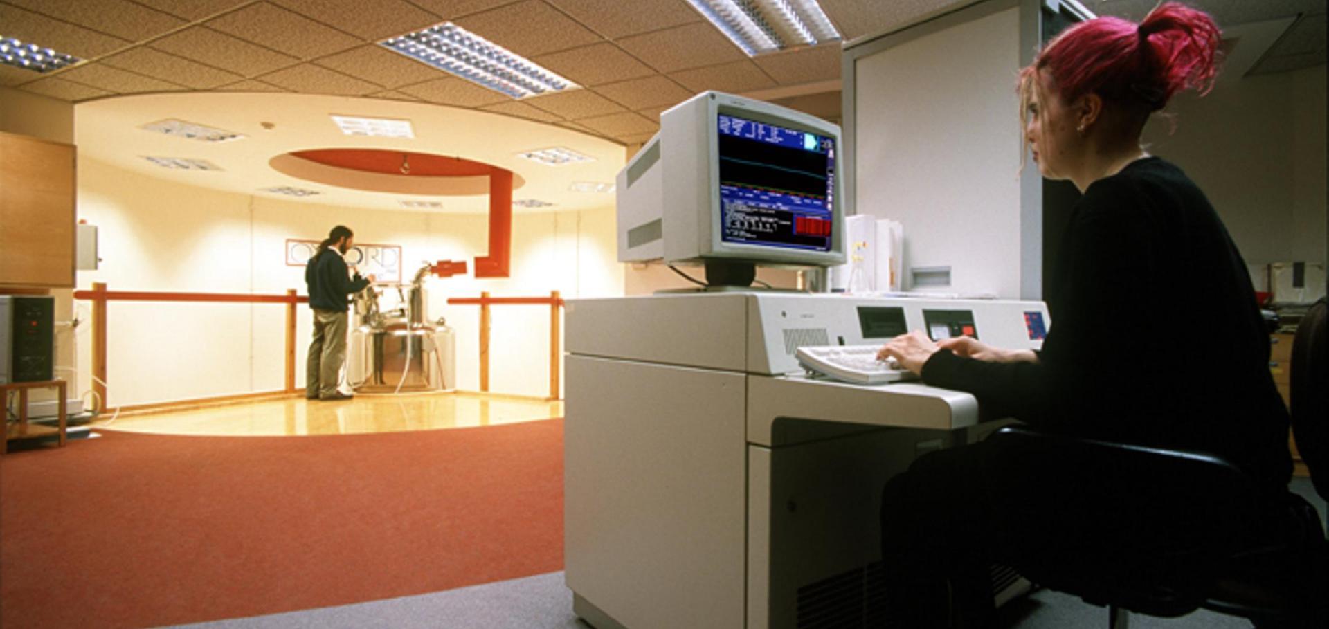 750MHZ NMR spectrometer